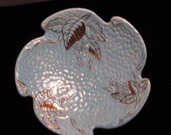 Vintage WADE GOLDEN TURQUOISE Strawberry Leaf Bramble Plate