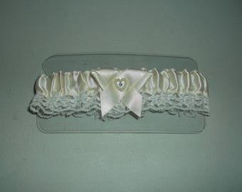 Ivory Ribbon Heart Toss Garter