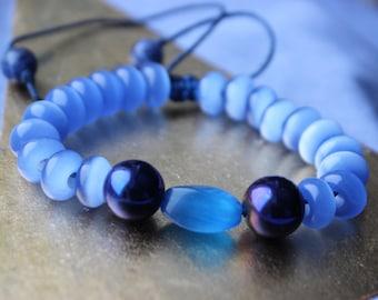 Bracelet assorted natural stones: blue cat's eye, hematite, sodalite