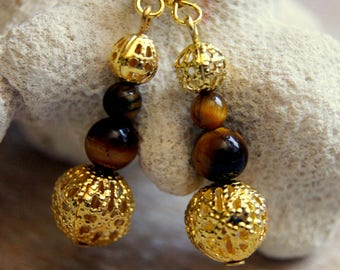 Pearl gemstone earrings
