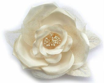Flower brooch made of satin and tulle, beige.