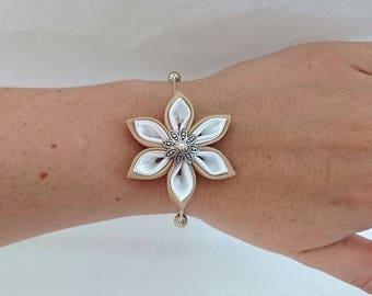 Gold and white kanzashi flower chain bracelet.