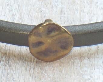 Regaliz Antique Brass Hammered Disc Spacer Bead, Spacer Bead, Slider Bead, Regaliz Spacer Bead 2pcs