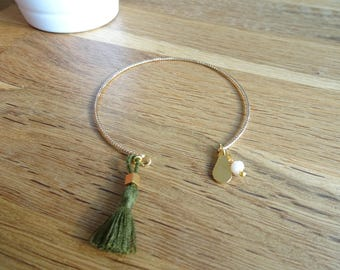 Twisted and fine gold Bangle