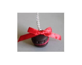 Chocolate raspberry macaroon necklace