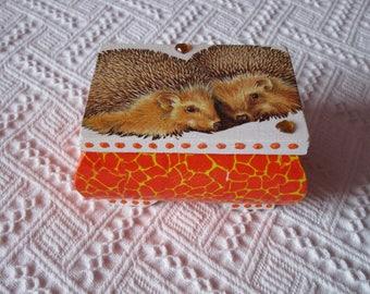 Box worries: hedgehogs in love couple