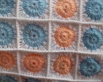 "small ""Rondissimo"" crocheted baby blanket"
