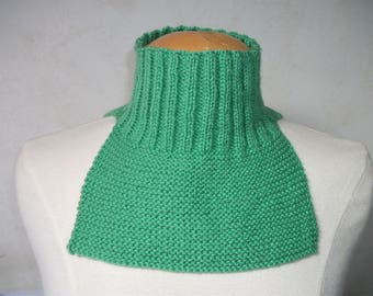 Child Snood hand knitted in Yar green Emerald 6/8 years