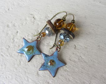 Earrings charms stars enameled copper, glass beads, coconut wood, blue and Brown amber