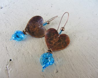 Dangling earrings with hearts in hammered copper, Lampwork Glass drop charm, bronze, and bright blue Valentines Day gift