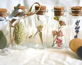 Fioles fleurs séchées, cadeaux invités mariage