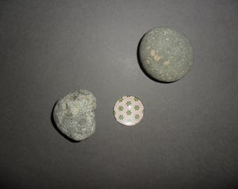 Pink glass cabochon with stars black and lime green, round 25 mm