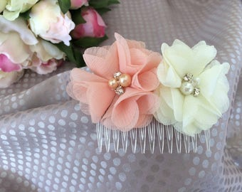 Ceremony with ivory and salmon flowers comb