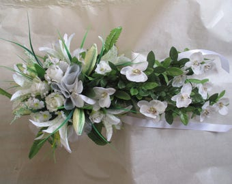 Loose, bridal bouquet white
