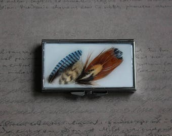 Rectangle pill box or small box 7 compartments made of resin and 3 feathers