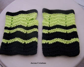 Fingerless gloves in black and lime green cotton
