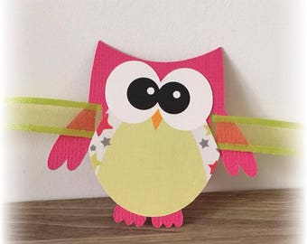 place card shape fuchsia - green owls