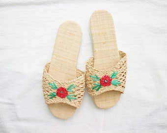 Raffia embroidered slippers ( Red flower )