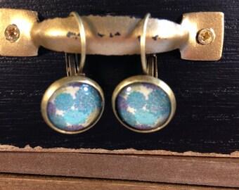 Earrings cabochon blue flowers.