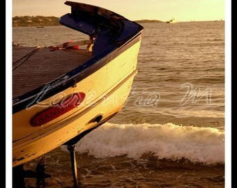 Photo 30X40cm the hull of a boat on the beach of Bandol