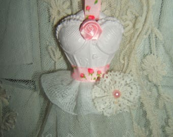 Shabby chic... Strapless corset weathered pink, long underskirt in tulle embroidered lace flower and basque