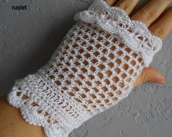 white lace fingerless mittens