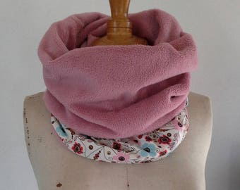 Reversible pink and ecru woman Snood/Choker