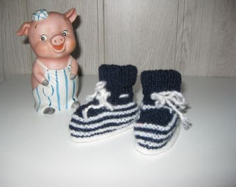 Navy blue wool baby shoes