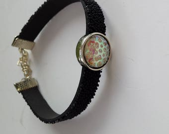 BRACELET WITH A BLACK CABOCHON