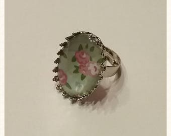 Glass cabochon ring, oval, floral