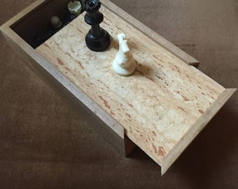 Set in solid wood chess pieces