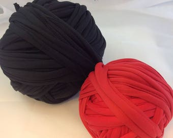 Lot M169 skeins of black and Red lycra Trapilho flamenco