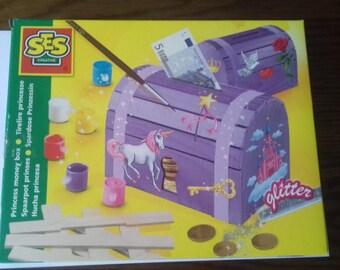 Box build Princess piggy bank