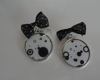 Earrings pendant epoxy cabochon black and white small bow