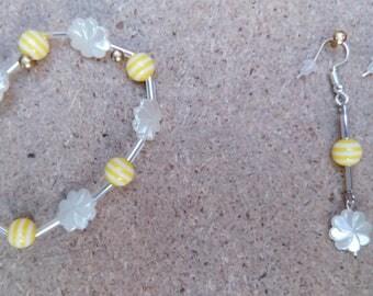flower shaped pearl bracelet and earrings set