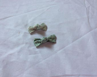 Green pattern bow Barrettes off white and green flower