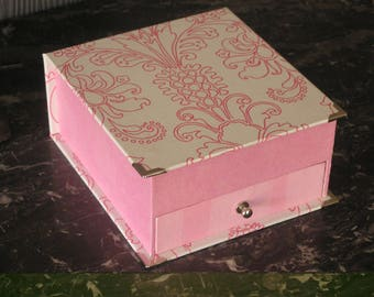 Jewelery box with compartments, pink and white