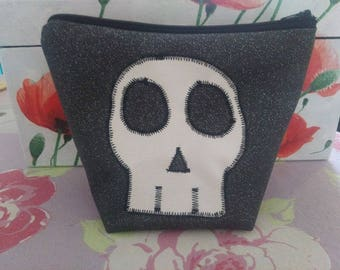 Pouch pa black and White Sequined skull theme