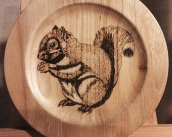 """Pyrography plate """"squirrel"""" pine"""