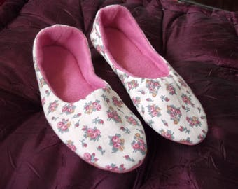 ballerinas with ecru printed cotton with bouquets of roses inside
