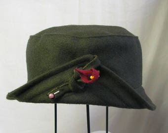 "Winter hat ""flowered point"" in khaki peacoat"