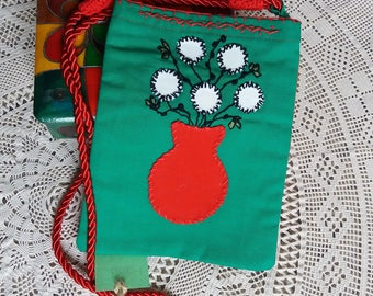 Youth handbag with one side red and the other green hand embroidery