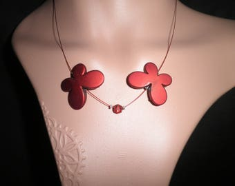 00774 - Butterflies around the neck collar