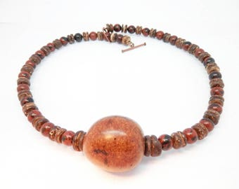 Necklace coconut seed from Brazil and semi precious stone