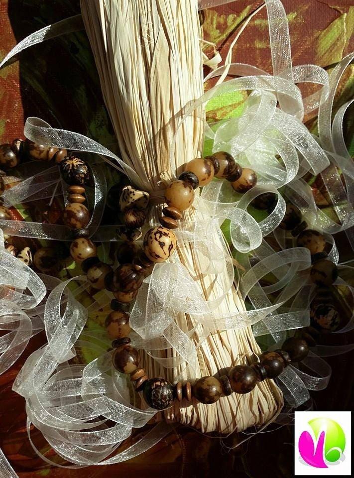 colliers en graines du br sil palmier noix de coco et bois. Black Bedroom Furniture Sets. Home Design Ideas