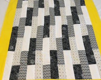Black and white sunshine quilt