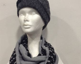Snood, cowl scarf with grey dots in Black wool