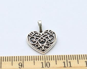 8 Hallow Heart Charms - EF00209