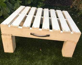 Reclaimed pallet coffee table with choice of decorative handle detail/ choice of colours available.
