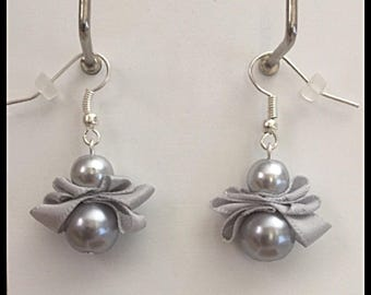 Earrings glass beads and light gray satin